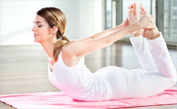 remedios naturales 3 posturas de yoga para aliviar el